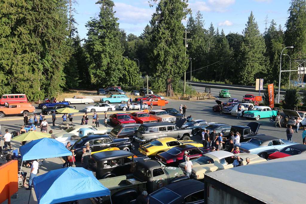 Rod run gathering